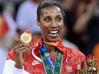 Lisa Leslie, con su cuarta medalla de oro (AFP)