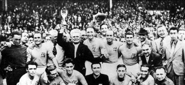 La selección italiana celebra el Mundial sobre el terreno de juego. Foto: FIFA.com