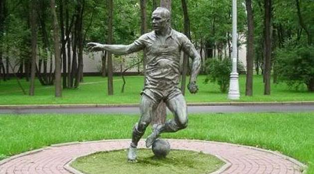 Monumento al futbolista Streltsov.