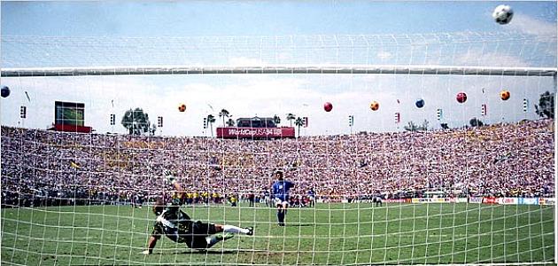 Roberto Baggio falla el penalti decisivo en la final