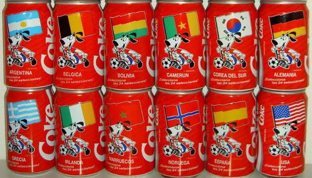 Varias latas de Coca-cola con la mascota de Estados Unidos 1994.