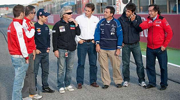 Cuadro de campeones: Bautista, Aspar, Pedrosa, Nieto, Alzamora, Herreros, Crivill� y Pons. En la foto s�lo faltan Tormo (fallecido), Sim�n y Lorenzo.