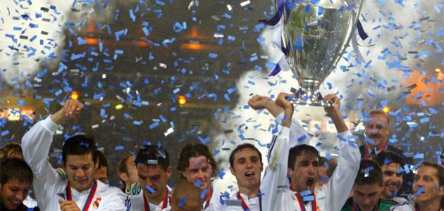 Los jugadores del Real Madrid levantan la Liga de Campeones. FOTO: MARCA