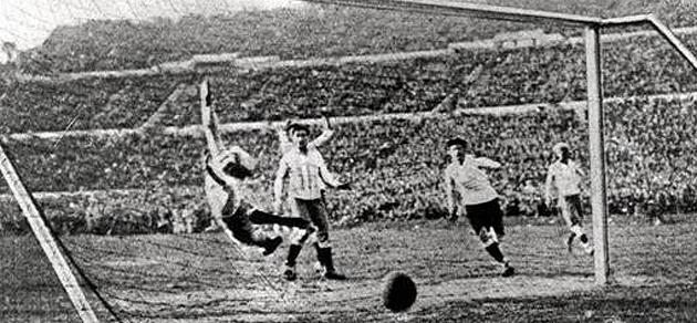 Final del Mundial de 1930 entre Uruguay y Argentina. FIFA.com