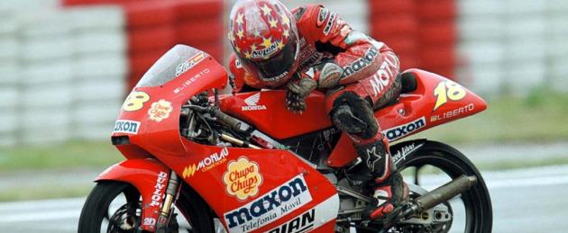 Toni el�as, en su Honda de 2000. Foto: JAVIER CAMPILLA. MARCA