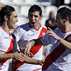 Alca�iz y Jorge S�ez celebran el gol de Roberto ante el Tenerife.