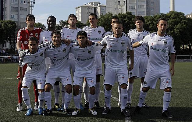 Formaci�n del Monta�eros en un partido de esta temporada./FOTO:L.VAZQUEZ | MARCA