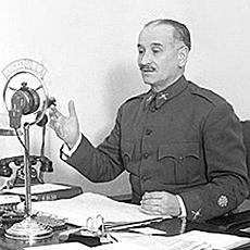 Queipo de Llano, en uno de sus discursos en Uni�n Radio Sevilla