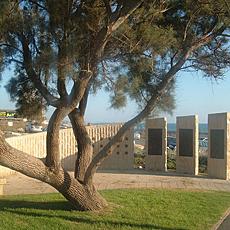 Memorial a las víctimas del atentado en el restaurante Maxim de Haifa.