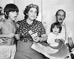 Camilo y Francesca, con sus abuelos