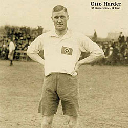 Otto Harder, con la camiseta del Hamburgo