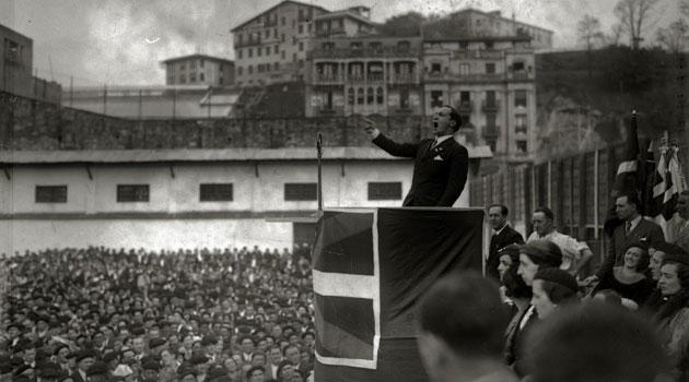 Discurso de Agirre en el estadio de Atocha en 1933.