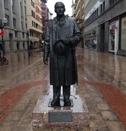 La estatua de José Antonio Agirre en el centro de Bilbao.