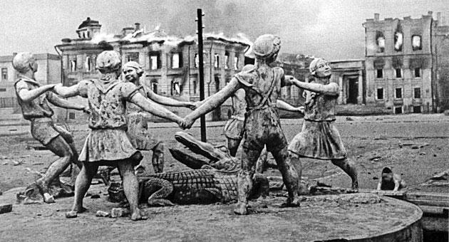La Plaza Mayor de Stalingrado al acabar la batalla