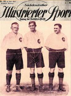 Hirchs (derecha) y Gottfried Fuchs (centro), los dos �nicos jud�os que jugaron para Alemania. (Copyright Museo Jud�o de Berl�n)